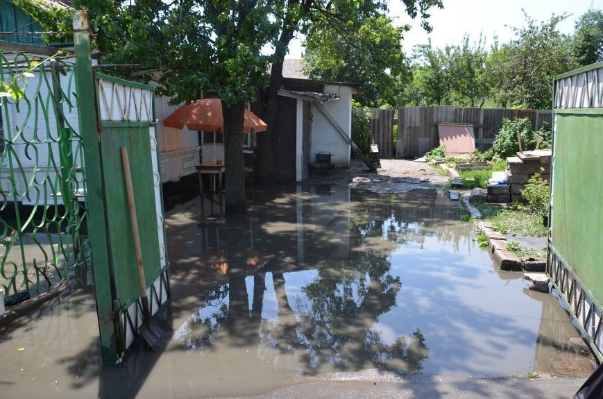 В Мариуполе фекалии ломали заборы, уничтожали огороды и затопили несколько частных домов (ФОТО+ВИДЕО), фото-6
