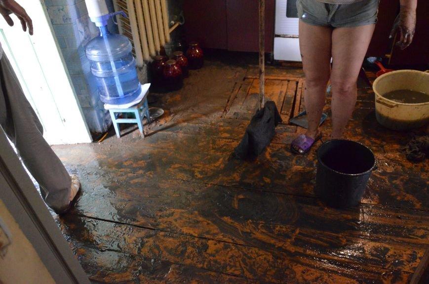 В Мариуполе фекалии ломали заборы, уничтожали огороды и затопили несколько частных домов (ФОТО+ВИДЕО), фото-18
