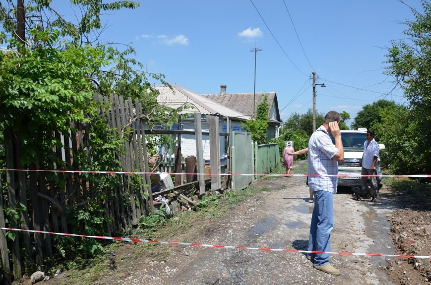 В Мариуполе фекалии ломали заборы, уничтожали огороды и затопили несколько частных домов (ФОТО+ВИДЕО), фото-13
