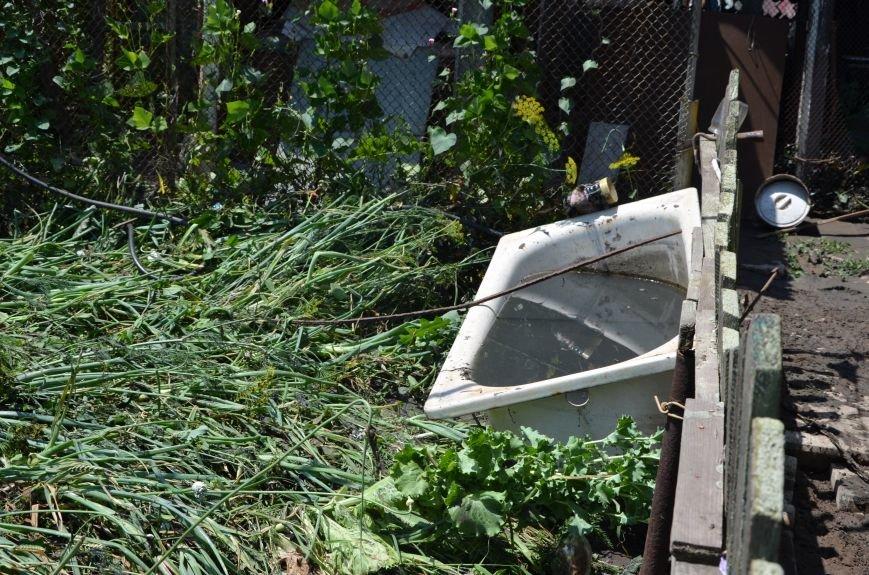 В Мариуполе фекалии ломали заборы, уничтожали огороды и затопили несколько частных домов (ФОТО+ВИДЕО), фото-24