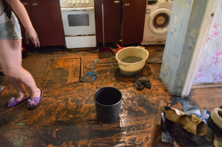 В Мариуполе фекалии ломали заборы, уничтожали огороды и затопили несколько частных домов (ФОТО+ВИДЕО), фото-2