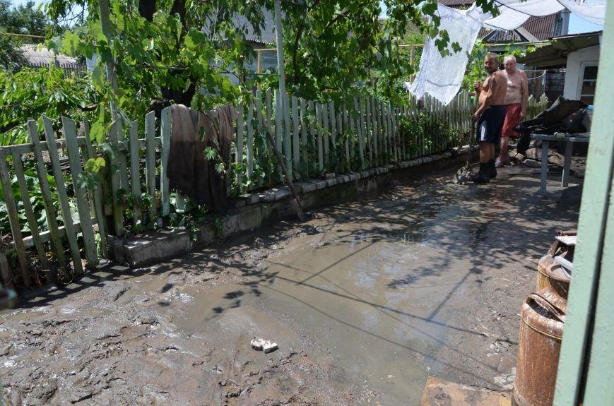 В Мариуполе фекалии ломали заборы, уничтожали огороды и затопили несколько частных домов (ФОТО+ВИДЕО), фото-14