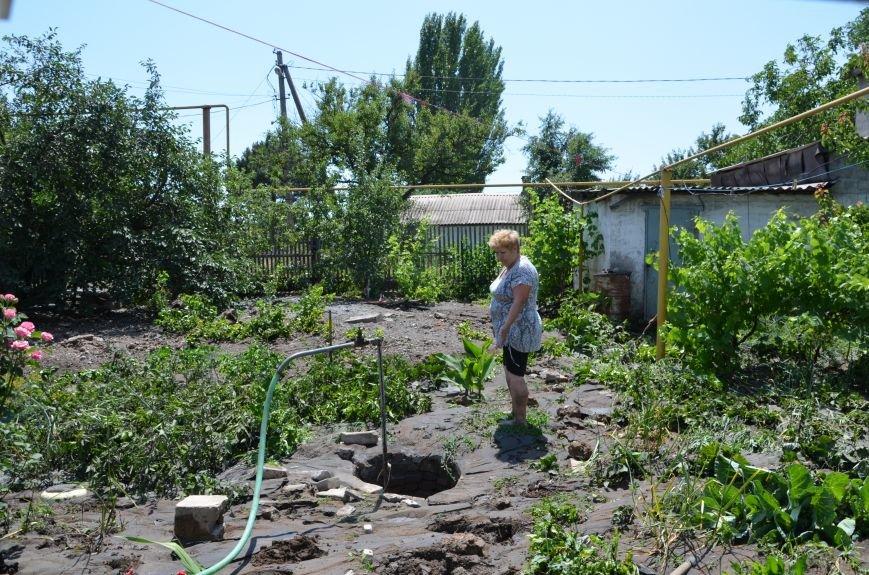 В Мариуполе фекалии ломали заборы, уничтожали огороды и затопили несколько частных домов (ФОТО+ВИДЕО), фото-25