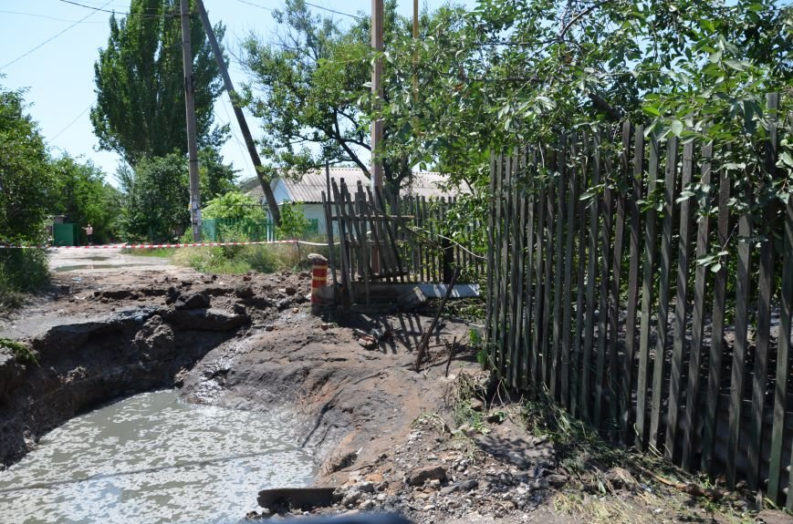 В Мариуполе фекалии ломали заборы, уничтожали огороды и затопили несколько частных домов (ФОТО+ВИДЕО), фото-12