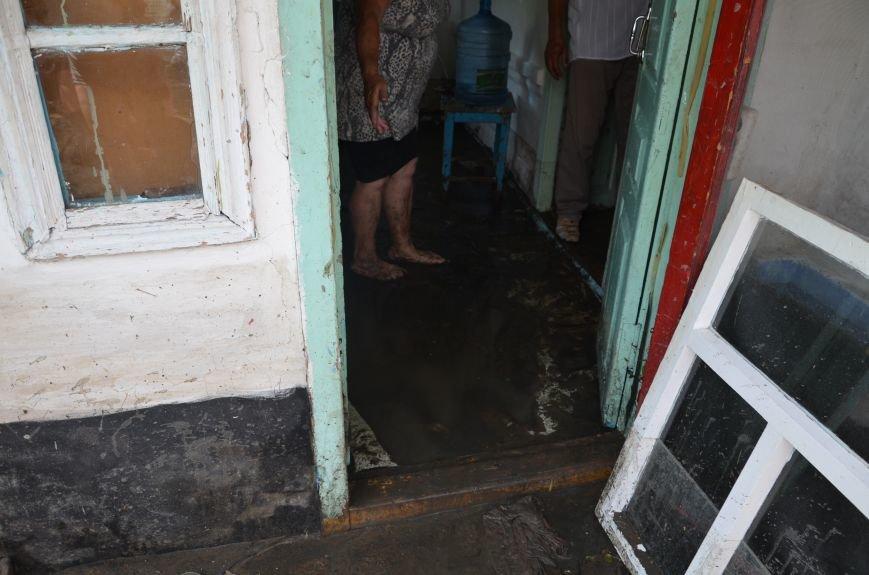 В Мариуполе фекалии ломали заборы, уничтожали огороды и затопили несколько частных домов (ФОТО+ВИДЕО), фото-15