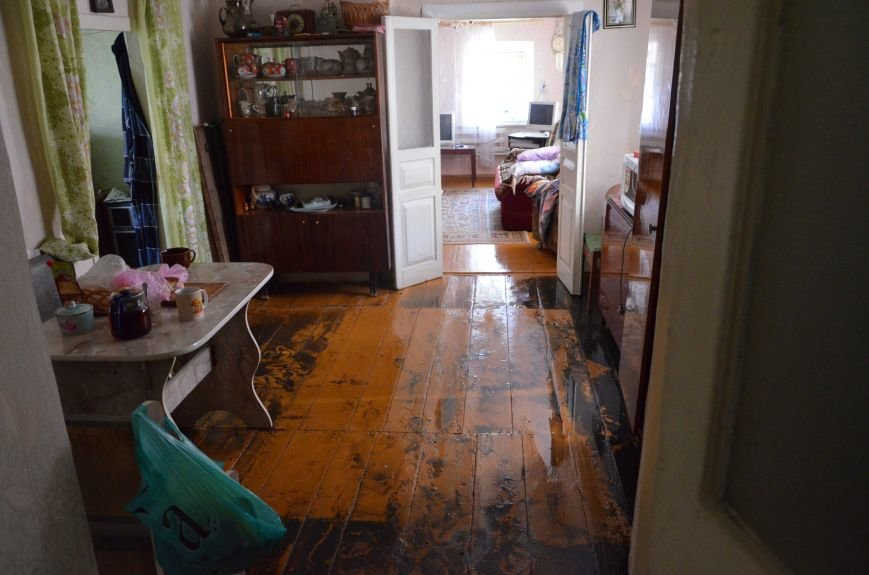В Мариуполе фекалии ломали заборы, уничтожали огороды и затопили несколько частных домов (ФОТО+ВИДЕО), фото-3