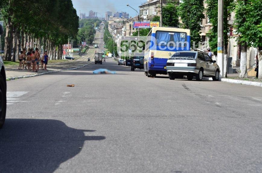 В Каменском на проспекте Свободы в ДТП маршрутка насмерть сбила женщину на пешеходном переходе, фото-7