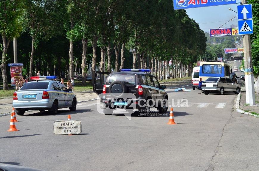 В Каменском на проспекте Свободы в ДТП маршрутка насмерть сбила женщину на пешеходном переходе, фото-5