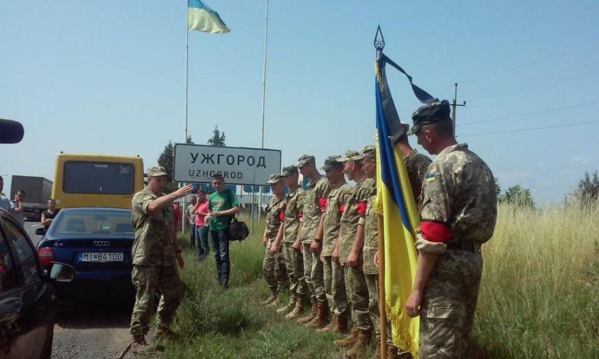 В Ужгороді зустріли полеглого на війні Василя Варгу: фото, фото-1