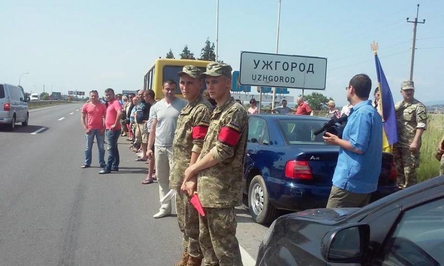 В Ужгороді зустріли полеглого на війні Василя Варгу: фото, фото-2