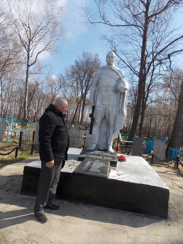 Памятник воинам, погибших при освобождении села Лакомая Буда (1)