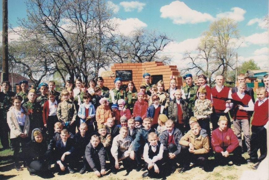 Открытие памятного знака старшему лейтенанту Ивану Рябову и бойцам его роты на месте школы, которую они героически обороняли   (1)