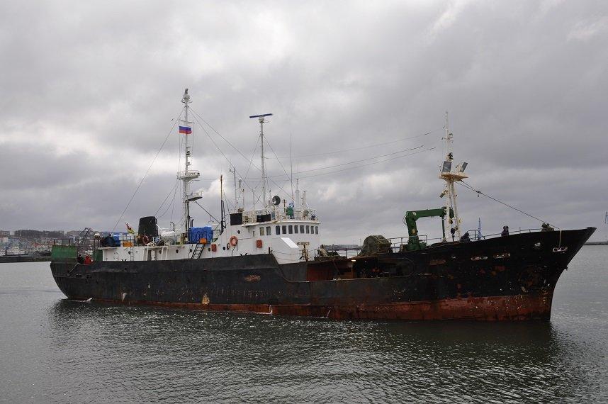 За незаконную добычу краба у берегов Сахалина задержаны две рыболовецкие шхуны, фото-1