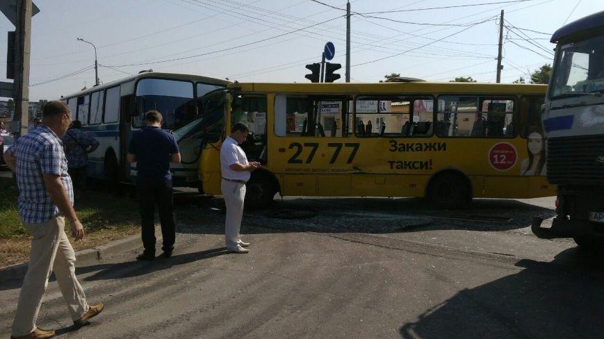 В Мариуполе столкнулись автобус, фура и маршрутка. Пострадало 16 человек (ДОПОЛНЕНО+ФОТО), фото-2