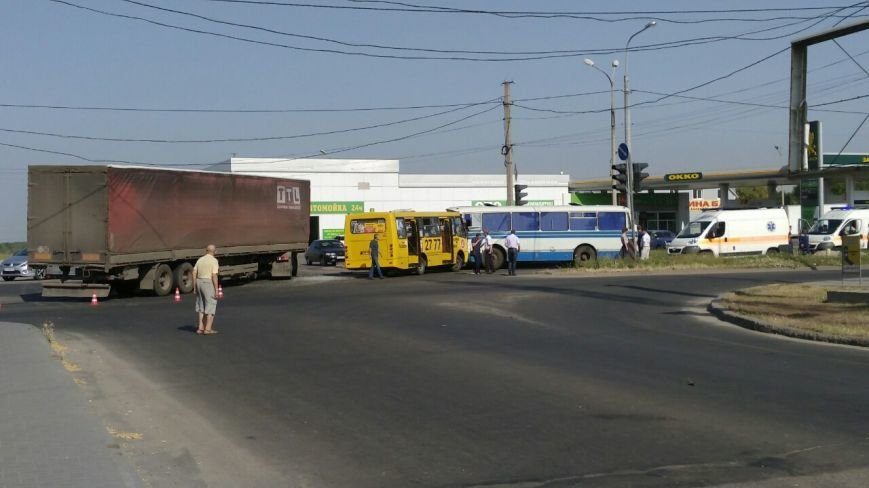 В Мариуполе столкнулись автобус, фура и маршрутка. Пострадало 16 человек (ДОПОЛНЕНО+ФОТО), фото-11