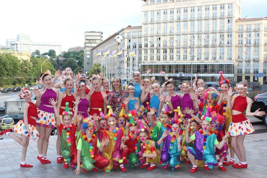 Коллектив «Непоседы» достойно представил Бахмут на Гала-концерте в Киеве, фото-2