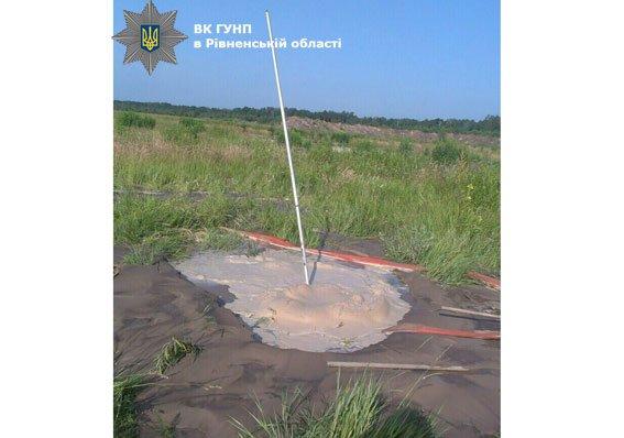 На Рівненщині вилучили 300 грамів необробленого «сонячного» каміння., фото-2