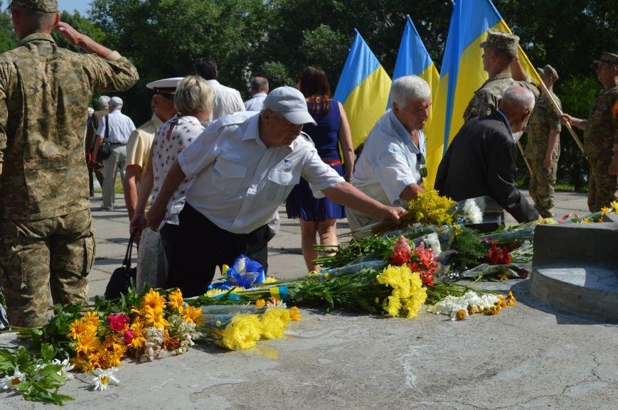 В Северодонецке прошел митинг-реквием по случаю Дня скорби и чествования памяти жертв войны в Украине (ФОТО), фото-9