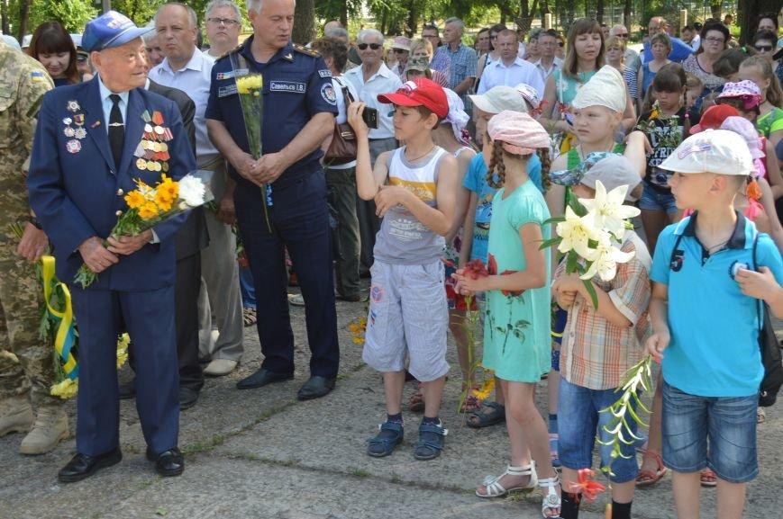 В Северодонецке прошел митинг-реквием по случаю Дня скорби и чествования памяти жертв войны в Украине (ФОТО), фото-8