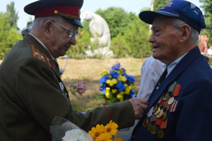 В Северодонецке прошел митинг-реквием по случаю Дня скорби и чествования памяти жертв войны в Украине (ФОТО), фото-3
