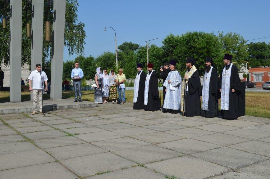 В Северодонецке прошел митинг-реквием по случаю Дня скорби и чествования памяти жертв войны в Украине (ФОТО), фото-5
