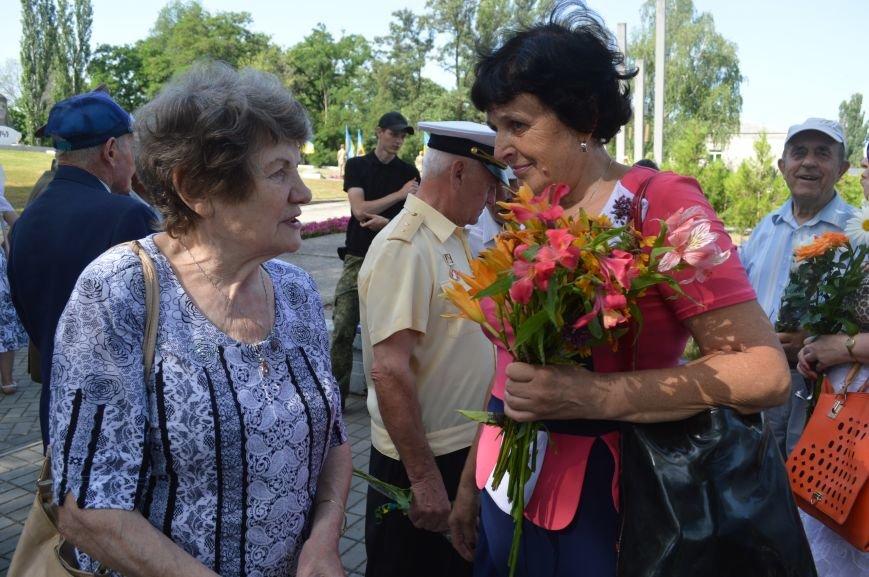 В Северодонецке прошел митинг-реквием по случаю Дня скорби и чествования памяти жертв войны в Украине (ФОТО), фото-4