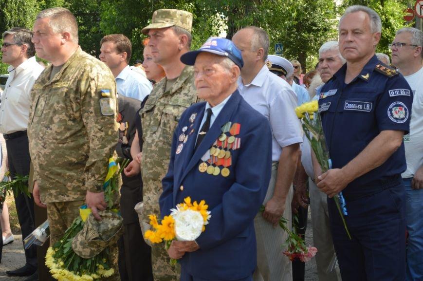 В Северодонецке прошел митинг-реквием по случаю Дня скорби и чествования памяти жертв войны в Украине (ФОТО), фото-7
