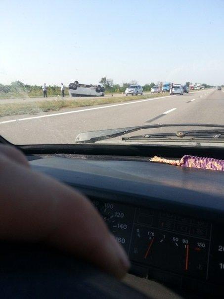 На трассе под Симферополем перевернулся микроавтобус: есть пострадавшие (ФОТО, ВИДЕО), фото-2