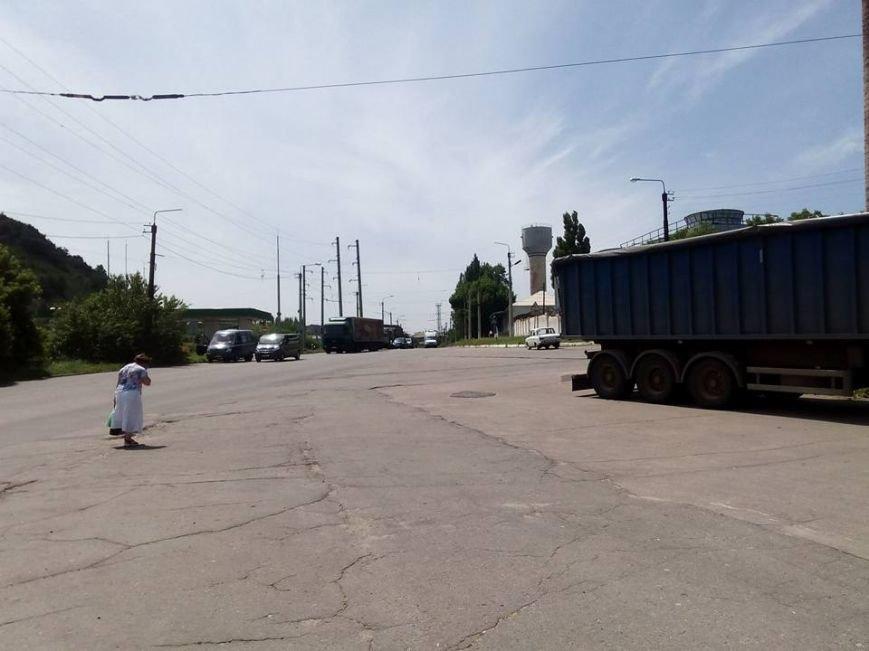Военный тягач въехал в блокпост в Луганской области (ФОТО), фото-2