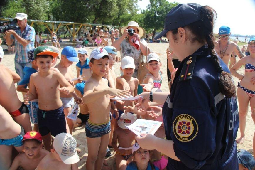 В Херсоне спасатели на пляже учили детей оказывать первую помощь (фото), фото-6