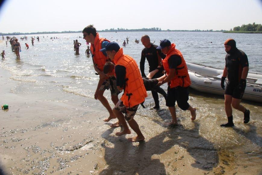 В Херсоне спасатели на пляже учили детей оказывать первую помощь (фото), фото-2