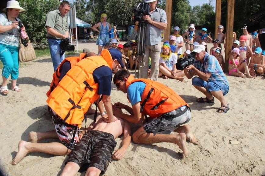 В Херсоне спасатели на пляже учили детей оказывать первую помощь (фото), фото-3