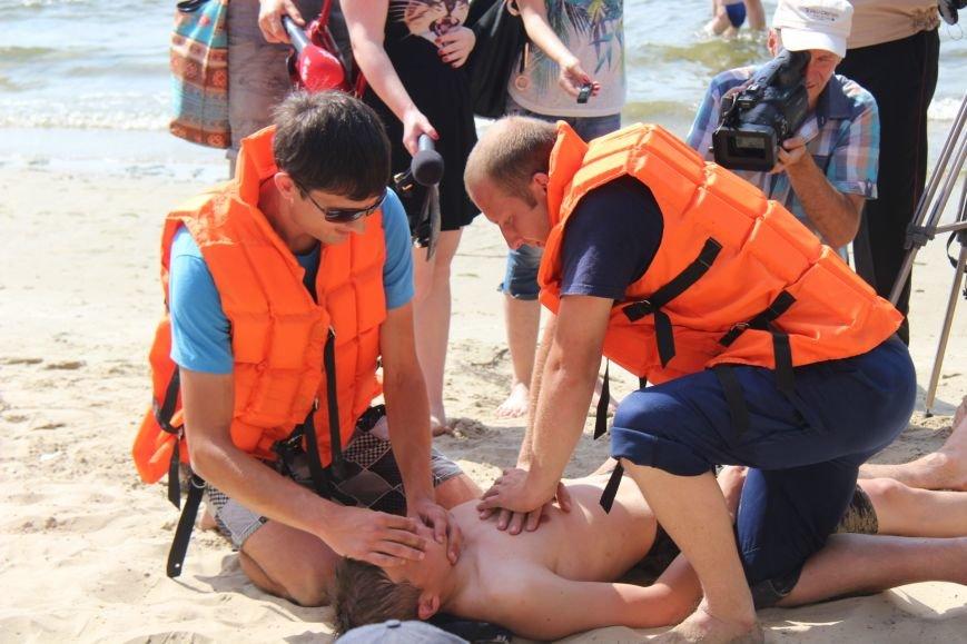 В Херсоне спасатели на пляже учили детей оказывать первую помощь (фото), фото-4