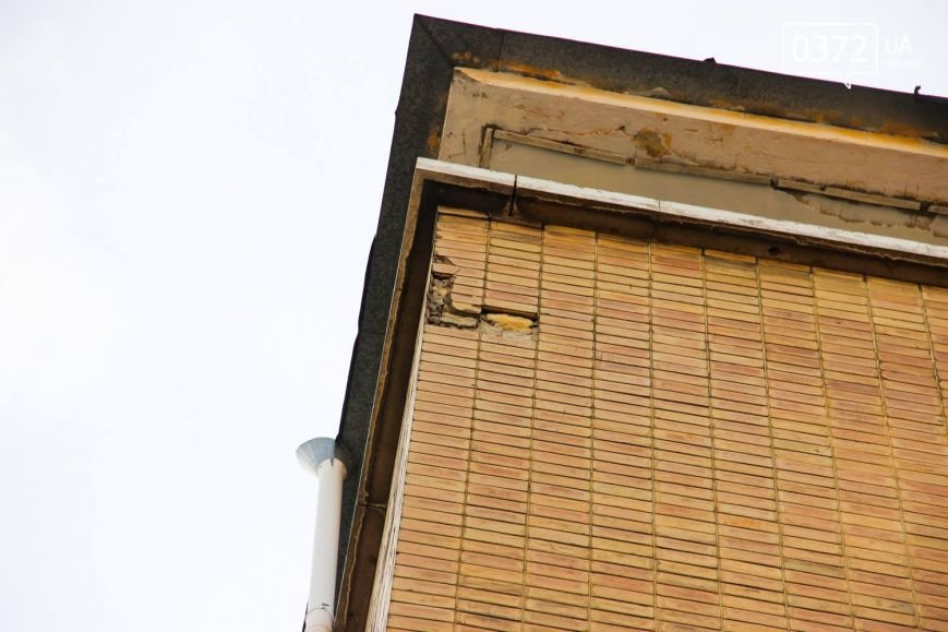 У Чернівцях штукатурка мало не вбила перехожих(ФОТО), фото-4