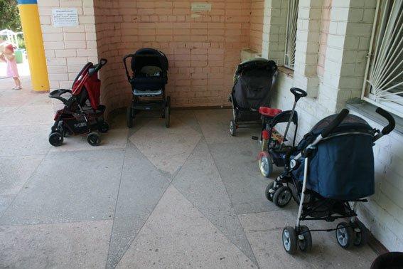 Воровку детских колясок от детской поликлиники наконец-то поймали в Чернигове, фото-2