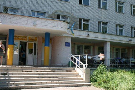 Воровку детских колясок от детской поликлиники наконец-то поймали в Чернигове, фото-1