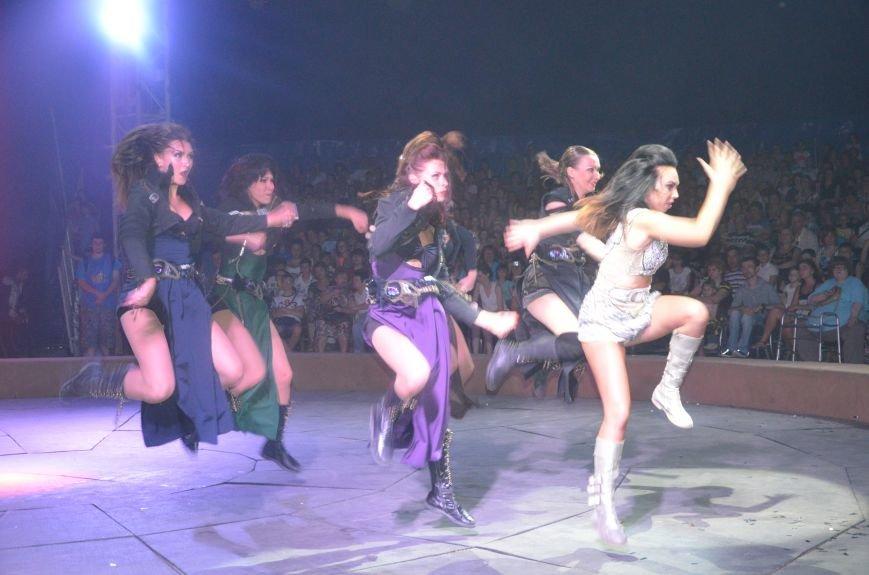 Тысячи мариупольцев увидели ангелов цирка, белого льва, тигра и трюки на высоте (ФОТО+ВИДЕО), фото-59