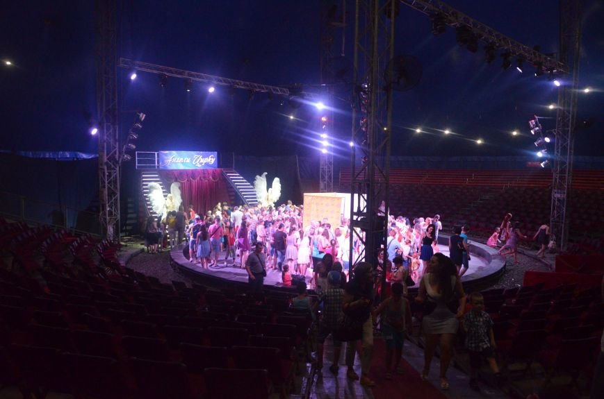 Тысячи мариупольцев увидели ангелов цирка, белого льва, тигра и трюки на высоте (ФОТО+ВИДЕО), фото-65