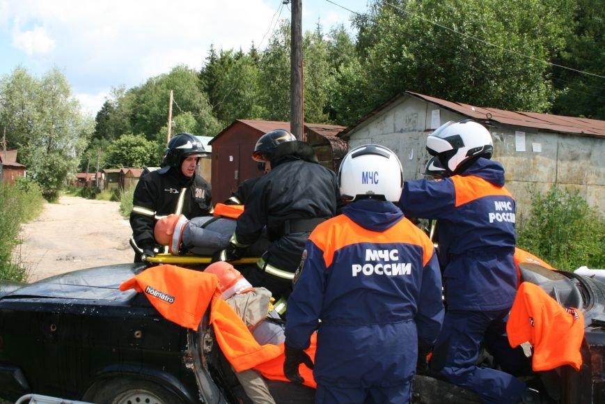 В Троицке прошло пожарно-тактическое учение на ДТП с бензовозом, фото-5