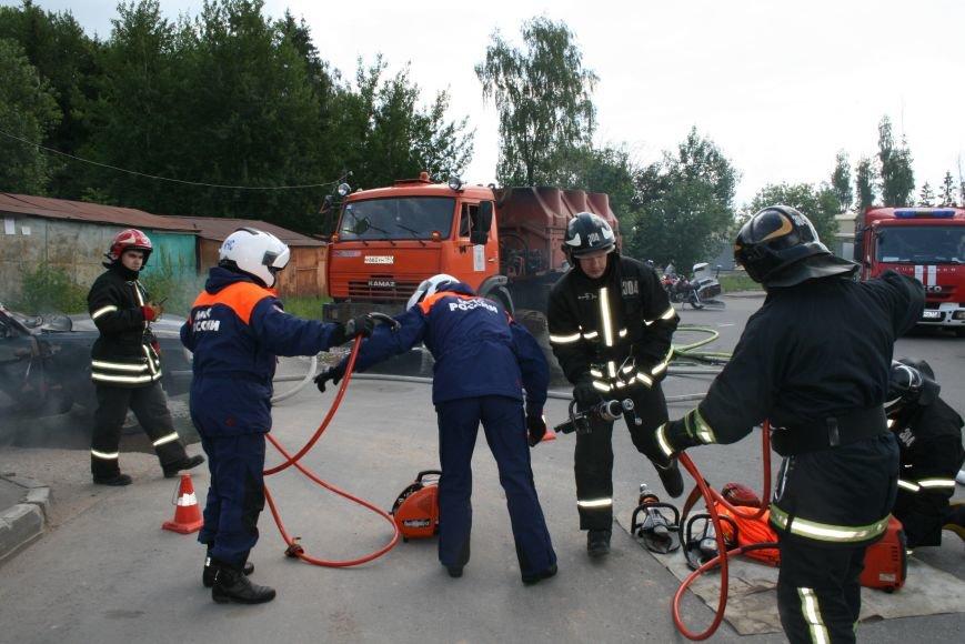 В Троицке прошло пожарно-тактическое учение на ДТП с бензовозом, фото-2