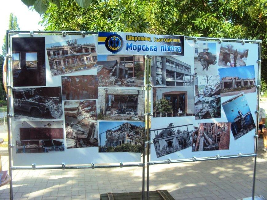 В Херсоне волонтеры представили выставку с фотографиями из Широкино и доказательствами российской агрессии (фото), фото-1