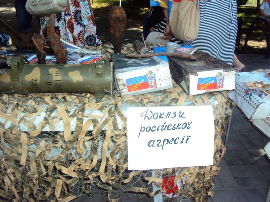 В Херсоне волонтеры представили выставку с фотографиями из Широкино и доказательствами российской агрессии (фото), фото-4