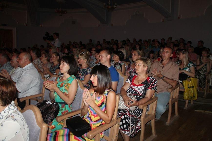 В Бахмуте состоялся праздничный концерт ко Дню Конституции Украины, фото-2