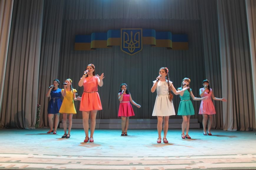 В Бахмуте состоялся праздничный концерт ко Дню Конституции Украины, фото-4