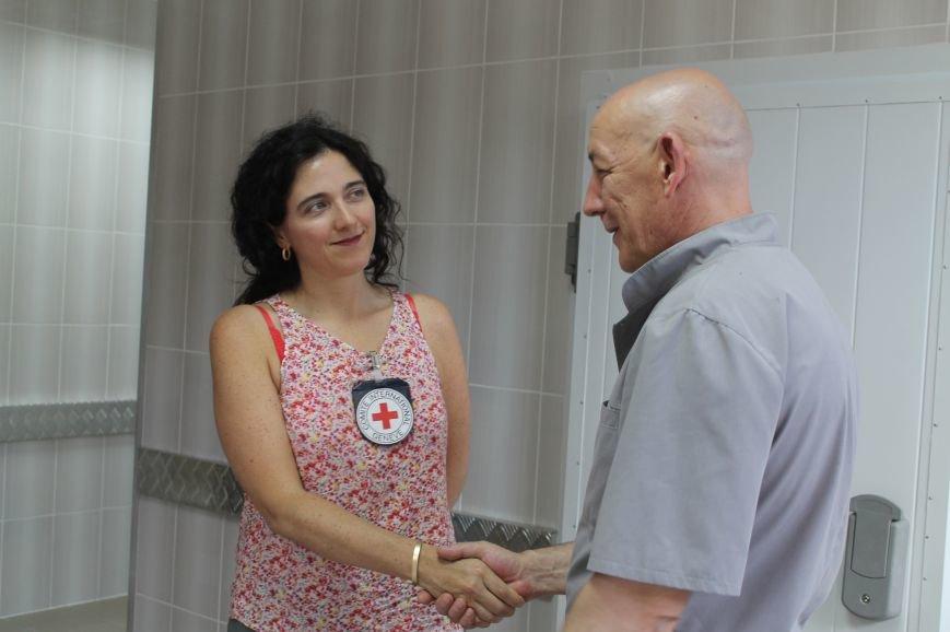 В Бахмуте при поддержке Красного Креста реконструировали морг, фото-7