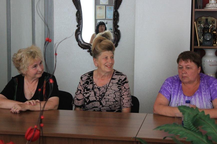 В Часов Яре слова благодарности выразили представителям ОСН за их многолетний труд, фото-1