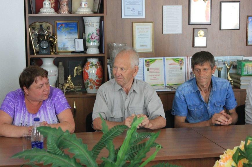 В Часов Яре слова благодарности выразили представителям ОСН за их многолетний труд, фото-2