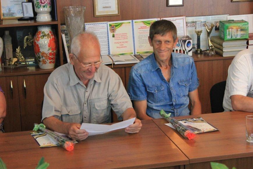 В Часов Яре слова благодарности выразили представителям ОСН за их многолетний труд, фото-4