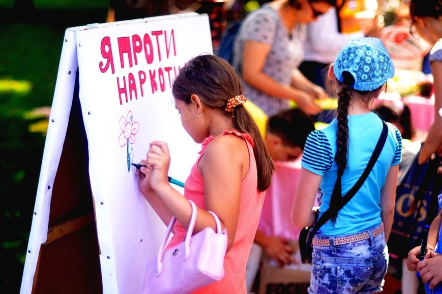 Кременчугская молодёжь объясняла кременчужанам, почему нельзя употреблять наркотики (ФОТО), фото-2