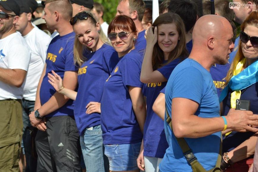Накануне Дня молодежи в Каменском открыли фонтан и левобережный пляж, провели концерт и патриотический квест, фото-12